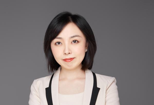 He Weiqian, Grace